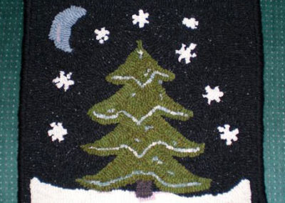 Wintertime At Night hooked by Bonnie from Nebraska – Wonderful change in design Bonnie – I love it!